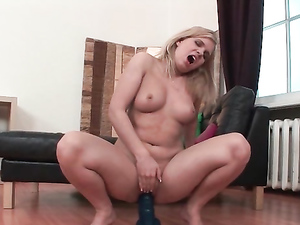 Solo Chubby Chick Fucks Toys And Gets Juicy